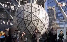 นิวยอร์กเร่งประกอบลูกบอลคริสตัลยักษ์รับปีใหม่