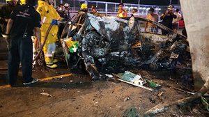 แท็กซี่หลับใน พุ่งชนตอม่อใต้ทางด่วนศรีรัช ไฟคลอกเสียชีวิตพร้อมผู้โดยสาร