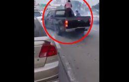 ระทึก!! นาทีตำรวจขับรถไล่ล่า แก๊งค้ายาย่านศรีนครินทร์