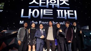 EXO ปลื้มสุดๆ! ร่วมแฟนมีตติ้งกับนักแสดงนำ Star Wars