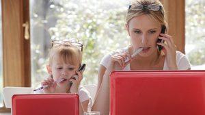 ผลการศึกษาชี้!!! คุณแม่ที่ทำงานนอกบ้านนั้นดี กับ ลูกสาว
