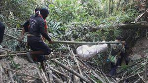 ชื่นชม! ทีมกู้ภัยลุยป่าทึบบนหุบเขาสูง กว่า 20 ก.ม. เก็บศพนายพราน