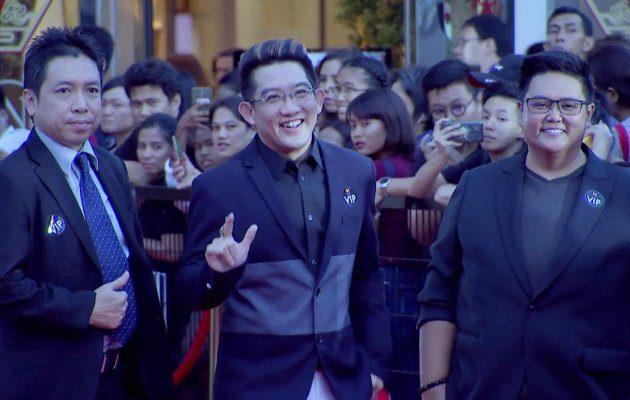 อ. คฑา ชินบัญชร เดินพรมแดง ในงานประกาศผลรางวัล MThai Top Talk-About 2017