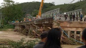 เร่งติดตั้งสะพานเหล็กชั่วคราว ข้ามคลองแซะ คาดพรุ่งนี้ (7 ม.ค.60) จะเปิดใช้ได้