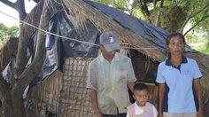 วอนช่วยเหลือ!! พบครอบครัวอยู่กันอย่างแร้นแค้น ใช้เล้าไก่เป็นที่ซุกนอน ซ้ำยังป่วยโรคไตอีก