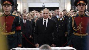 เปิดภาพปูติน ขณะร่วมพิธีศพเอกอัคราชทูต หลังถูกสังหารที่ตุรกี
