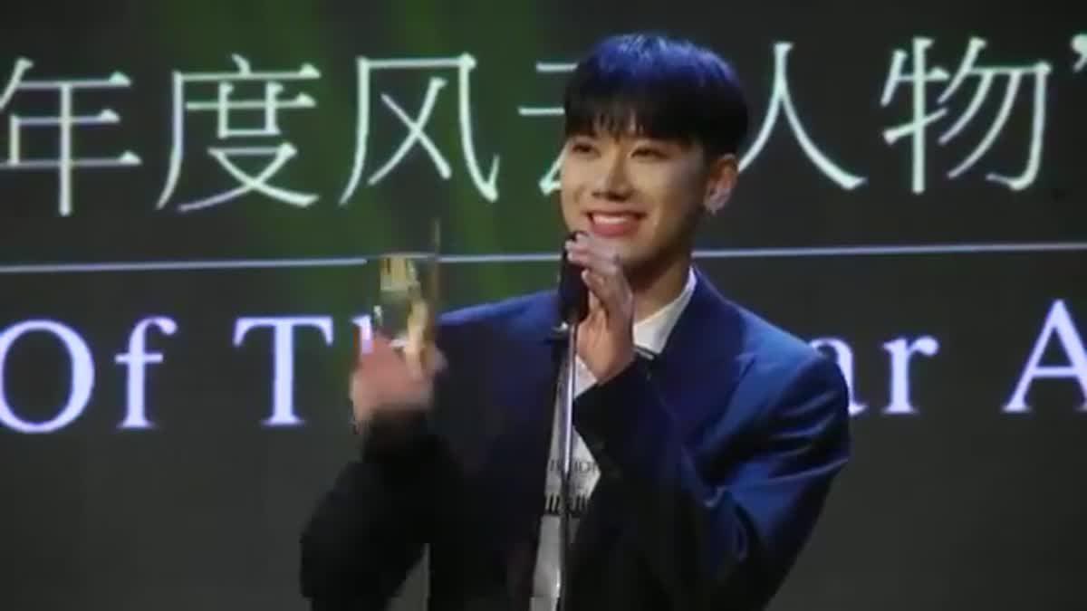 เสียงกรี๊ดสนั่น! เตนล์ NCT รับรางวัล Thailand Headlines Person of the Year Awards 2016-2017