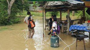 สงขลาอ่วม! ฝนหนักน้ำป่าไหลหลากท่วมหมู่บ้าน-ร.ร.