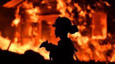 ผวา ภาพความเสียหายจากไฟป่าในแคลิฟอร์เนีย ลุกโชนไปด้วยเปลวเพลิง