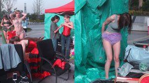 แฟชั่นโชว์จีนให้ นางแบบเปลี่ยนเสื้อผ้ากลางถนน งานนี้คนแห่ดูกันเพียบเลยแหละ