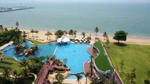 ห้องพักเห็นวิวทะเลทุกห้อง ที่ โรงแรม เมอเวนพิค สยาม โฮเต็ล พัทยา ริมหาดนาจอมเทียน