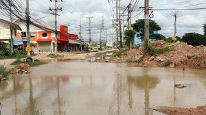 ชาวหนองปรือ จ.ชลบุรี เดือดร้อนหนัก!! ถนนพังนานกว่า 2 ปี