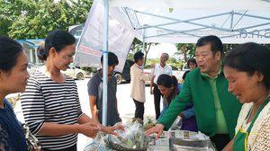สับปะรดล้นตลาด ราคาตกต่ำหนัก เพิ่มช่องทางขายในปั้มน้ำมัน