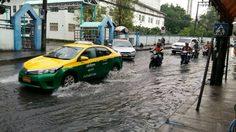 กทม. ฝนตกหนัก! น้ำท่วมขังหลายพื้นที่ การจราจรเริ่มติดขัด