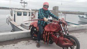 Custom Lobster Motorcycle 6000 ดอลล่าร์ ล็อบสเตอร์วิ่งได้