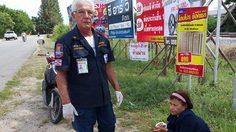 พบนักท่องเที่ยวอิตาลีวัย 73 ปี เป็นอาสาสมัครหน่วยกู้ภัย ที่มูลนิธิสว่างประจวบฯ