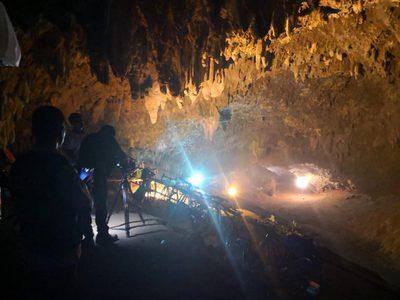 สั่งปิดการจราจร ห้ามผู้ไม่มีส่วนเกี่ยวข้อง เข้าเขตวนอุทยานถ้ำหลวงโดยเด็ดขาด