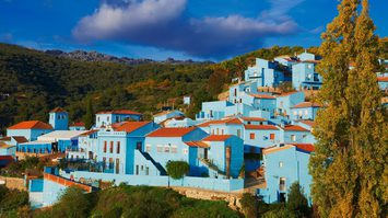 สีฟ้าสบายตา! หมู่บ้าน Júzcar หมู่บ้านสีฟ้า ในประเทศสเปน