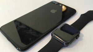 ลงตัว!! จับคู่ iPhone 7 สี Jet Black กับ Apple Watch สี Space Black เปรียบเทียบความเหมือน